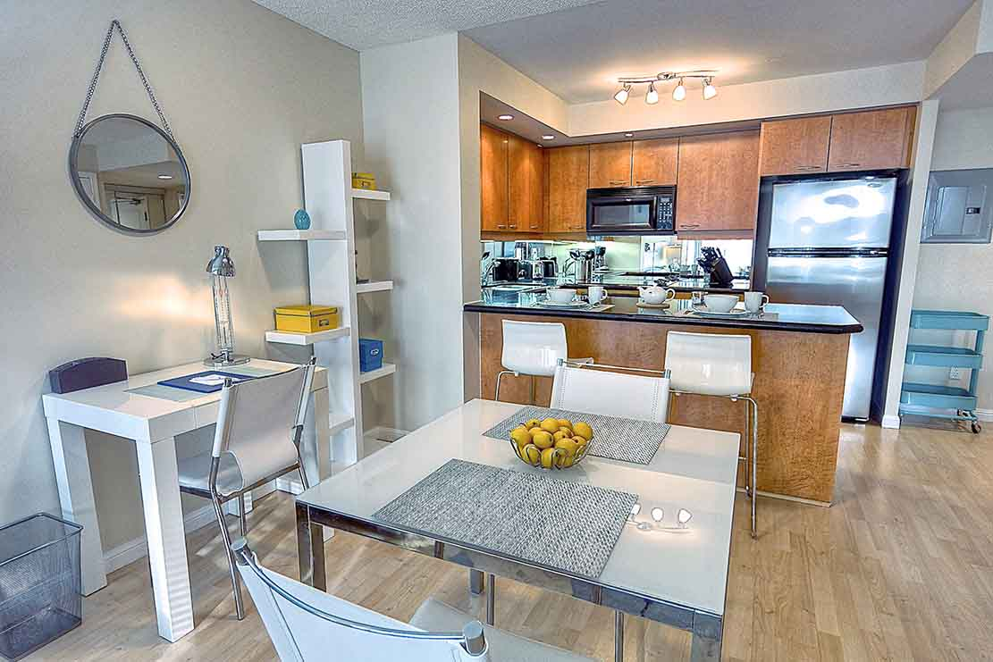 University Plaza 1 BR Dining and Kitchen